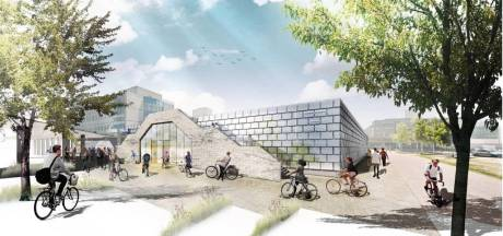 Oude treindeuren en ruiten krijgen tweede leven in Eindhovense fietsflat