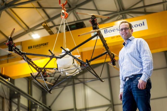Eelco Osse, directeur van Boessenkool bij de drone die 500 kilo kan tillen, ookwel een vliegende tractor genoemd.