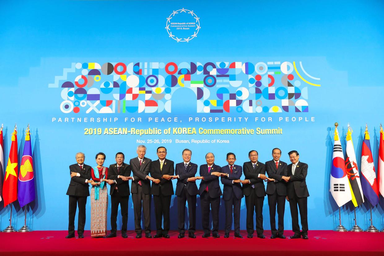 De Zuid-Koreaanse leiders op de tweedaagse top in het Zuid-Koreaanse Busan.  Beeld AFP