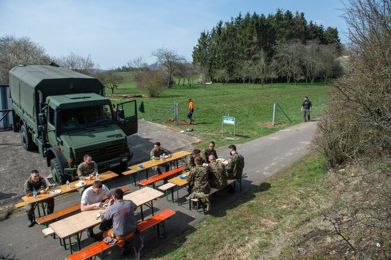 In maart bouwde het leger een hek aan de grens met Luxemburg om de besmette everzwijnen buiten te houden.