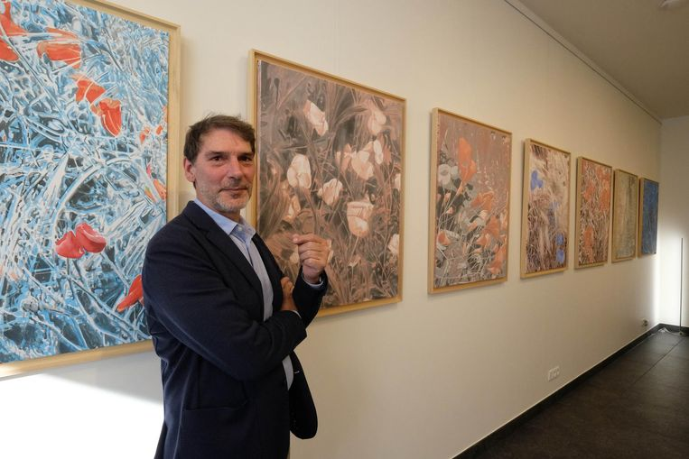 Patric Marquet bij zijn werken.