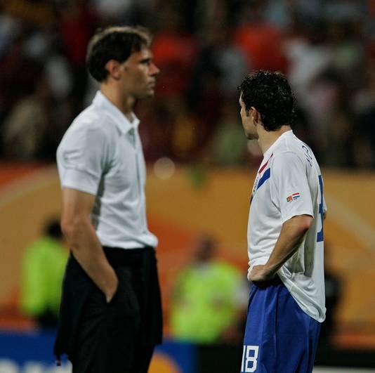 De  blikken van Marco van Basten en Mark van Bommel ontwijken elkaar na afloop van de wedstrijd Nederland - Portugal.