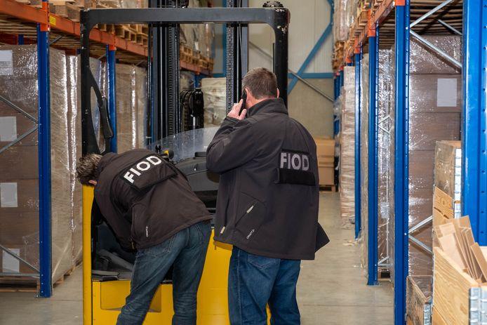 Een inval afgelopen woensdag bij een pakhuis van een internetaanbieder. De FIOD verdenkt het bedrijf van het ontduiken van 2,5 miljoen euro aan btw en douanerechten.