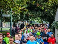 IN BEELD. Lopers uit de hele wereld aan de start van Great Bruges Marathon