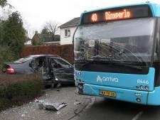 Automobilist raakt gewond bij aanrijding met lijnbus in Silvolde