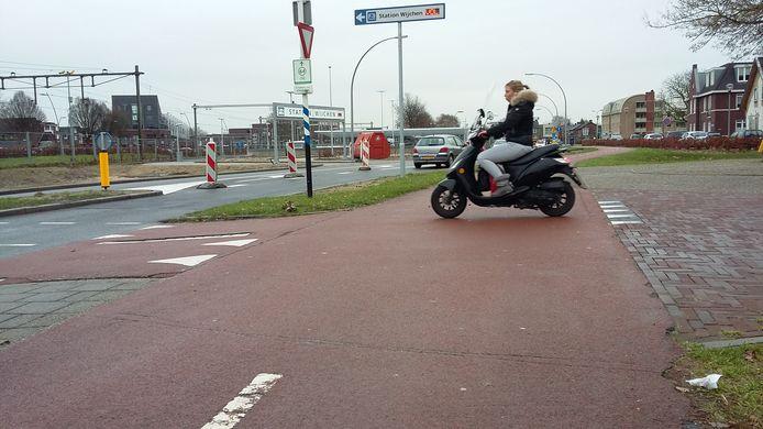 Alleen fietssuggestiestroken, die de rijbaan delen met het autoverkeer, blijven rood.