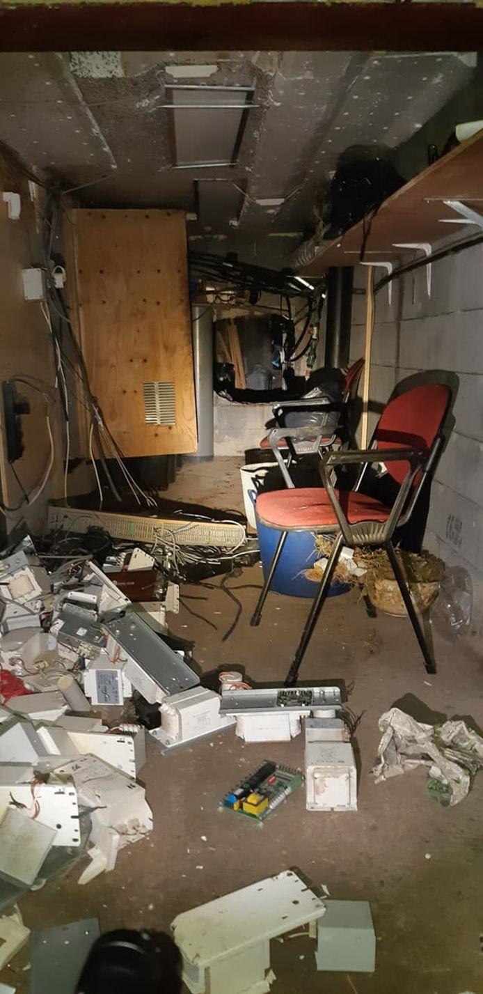 Een verborgen luik in een schuur bij een woning in Hulshorst leidde naar een enorme ondergrondse hennepkwekerij.