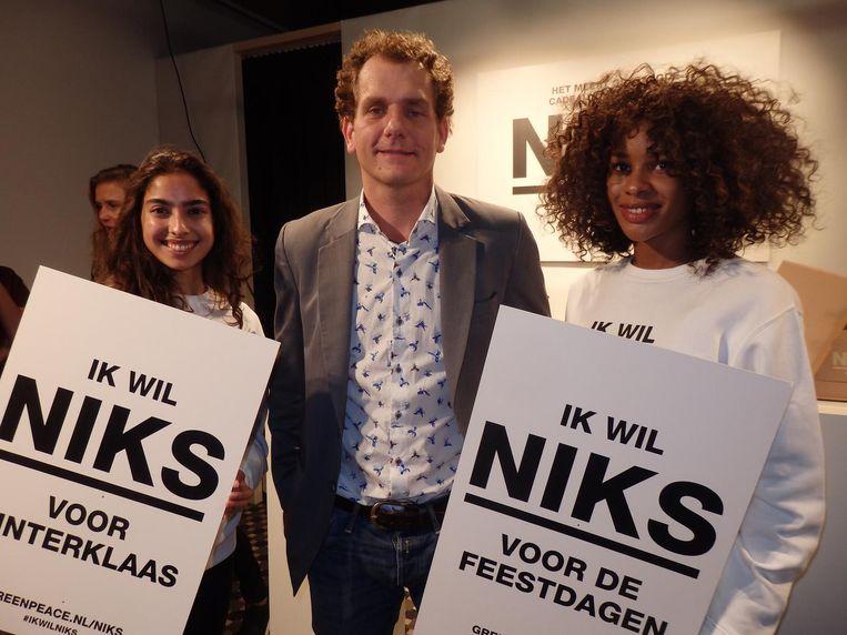Nog meer team Greenpeace: Stephanie van Lith, Joris Thijssen en Rabia Omanette. Beeld Schuim