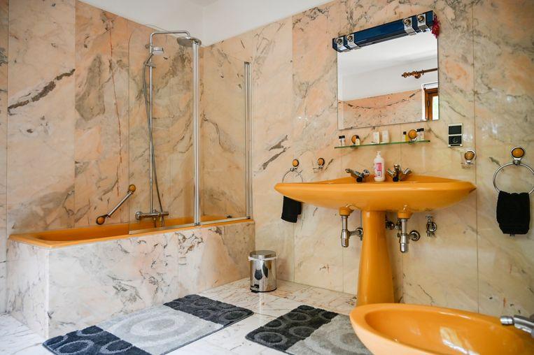 De marmertegels in de badkamers zijn behouden.