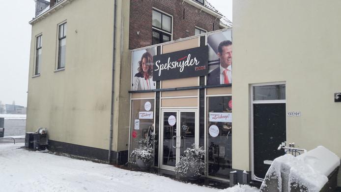 Modeketen Speksnijder sloot eind vorig jaar de winkel aan het Van Heutszplein. Er komen nu vier appartementen in.