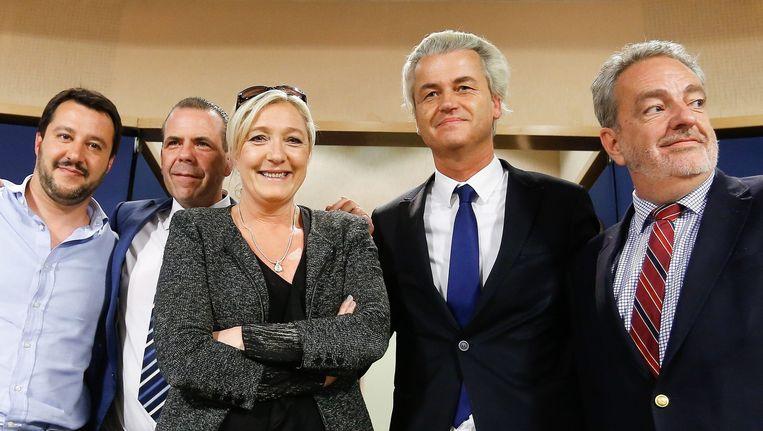 Geert Wilders met zijn rechtse vrienden in Europa: van links naar rechts Matteo Salvini (Lega Nord), Harald Vilimsky (FPÖ), Marine le Pen (Front National), Gerolf Annemans (Vlaams Belang). Beeld epa