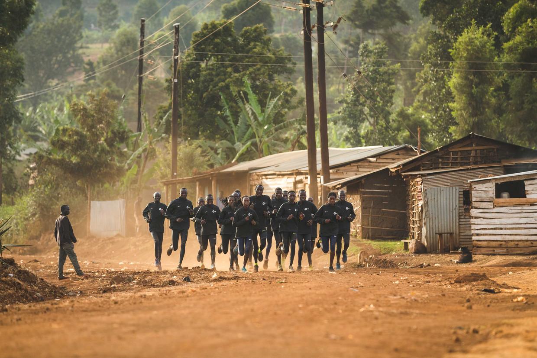 Ver van de mondiale atletiekstadions trainen de beste hardlopers van Oeganda in het bergdorp Kapchorwa. Het talent is verbluffend. Het wachten is op de regering die geld heeft beloofd voor betere sportaccommodaties.