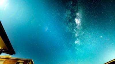 Un time-lapse fascinant de la Voie lactée et d'une pluie de météores