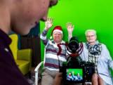 Moos (18) helpt ouderen met digitale kerstwens