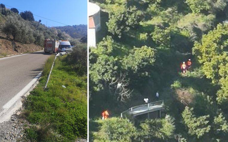 Reddingswerkers dalen de steile helling af om bij het koppel te geraken.