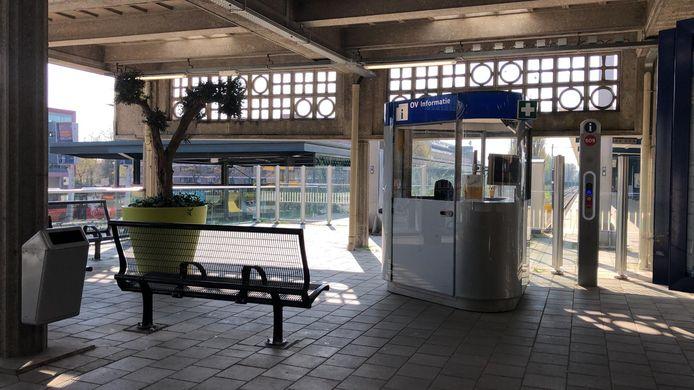 De plek op station Enschede waar de piano de afgelopen jaren stond.