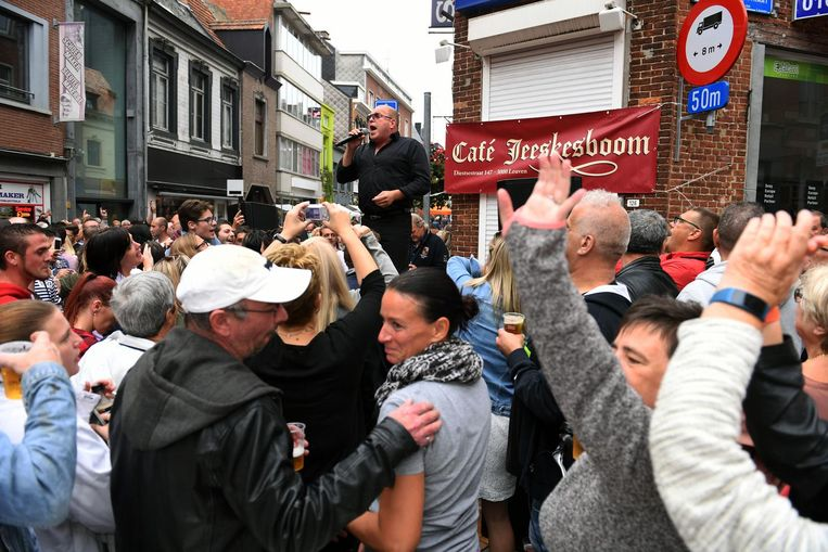 Sergio zorgde voor ambiance in Café Jeeskesboom in de Diestsestraat.