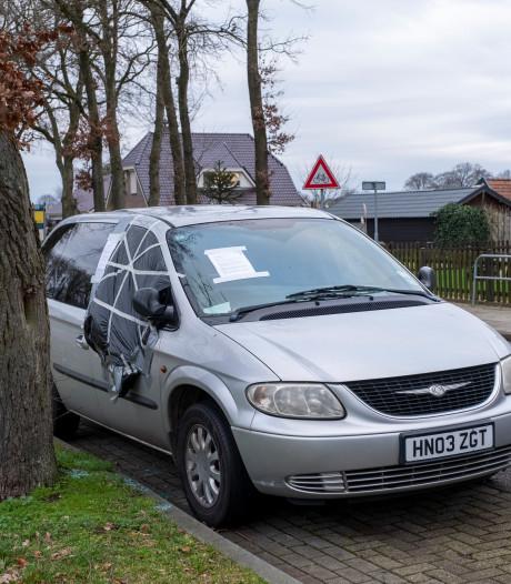 Mysterieuze minivan houdt bewoners van 't Loo in de ban: 'Ik vind het een enge auto'