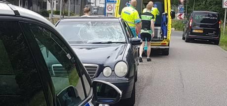 Fietser gewond bij botsing in Hengelo: automobilist slok te veel op