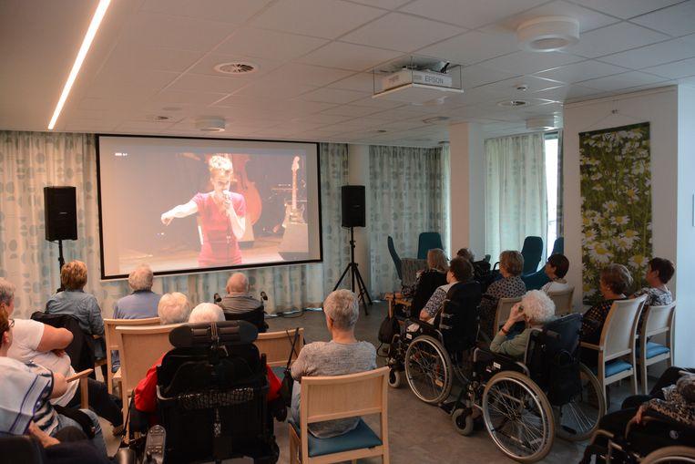 De bewoners van Craeyenhof konden donderdag via livestreaming een muzikale theatervoorstelling bijwonen.