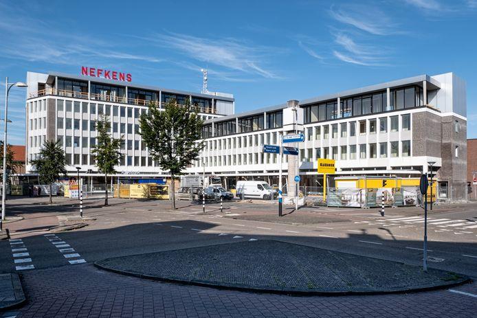 Het voormalige gebouw van Nefkens aan de Utrechtseweg. Daar komen woningen in.
