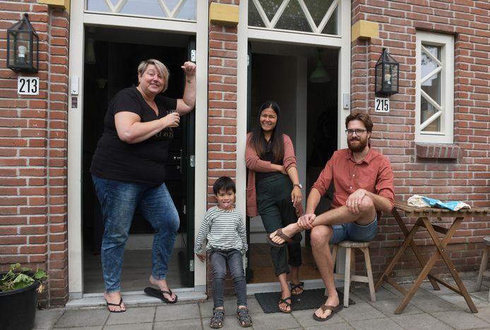 De buren Astrid, Finn, Pop en Daan.