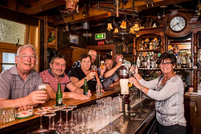 Mensen Zijn De Kracht Van 125 Jarig Café Tante Pietje Woerden Adnl