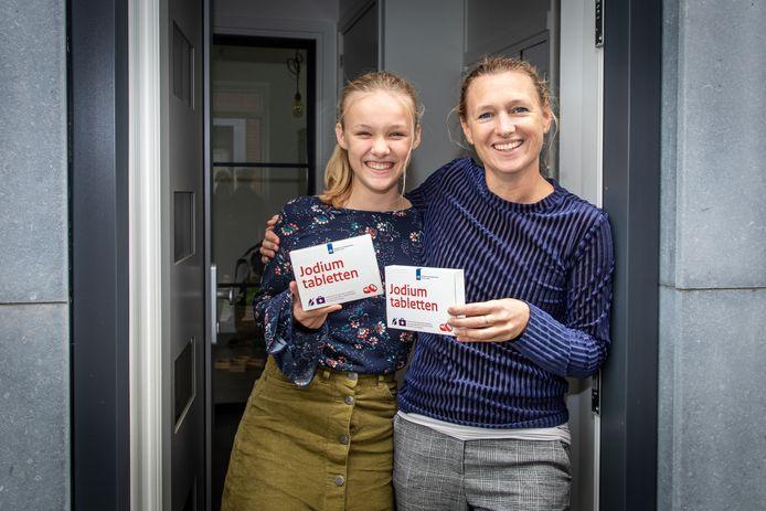 """Janne Metske met dochter Emma: ,,De jodiumtabletten zijn bij ons netjes meeverhuisd."""""""