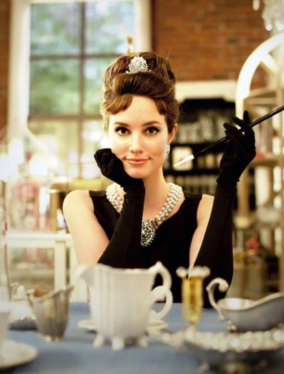 Een geslaagd Audrey Hepburn kostuum.