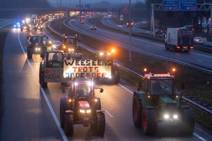 Boeren gaan morgen weer richting Den Haag om te demonstreren tegen het stikstofbeleid van de regering.