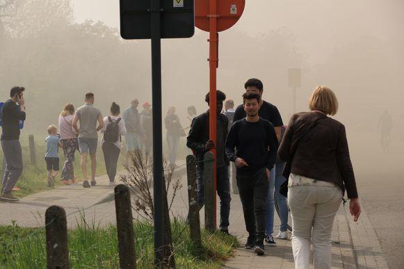 De omgeving van de Kallobaan en Beukenhoflaan werden in rook gehuld net op het moment dat de schooltijd gedaan was en er honderden leerlingen de straat opkwamen.