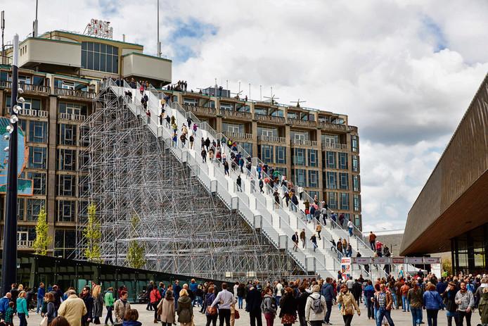 Winy Maas ontwierp eerder een grote trap tegen het Groot Handelsgebouw in Rotterdam. Een kleine variant zou hij in Schijndel willen maken voor het oude gemeentehuis.