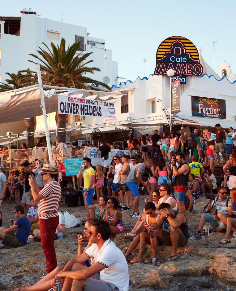 Het strand voor Café Mambo. Beeld Daniel Cohen