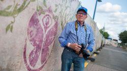 """Huisfotograaf Kamiel is klaar voor zijn 15e Tomorrowland: """"Ik ben 81, maar het is het hoogtepunt van mijn jaar"""""""