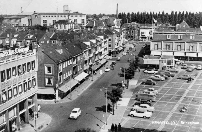 Uit de oude doos: de Hengelose Markt als parkeerplaats.