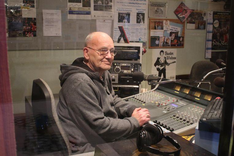 Radio Utopia wil weer op de FM-band te horen zijn. Radiomaker Harry Mattheus heef zijn studio al voorbereid.