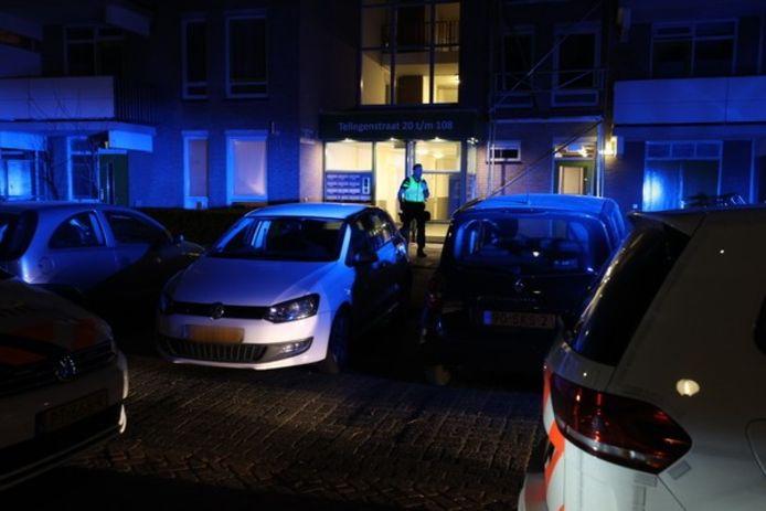 Politie doet onderzoek bij de flat waar in april Eindhovenaar Joeri Veenstra werd doodgestoken