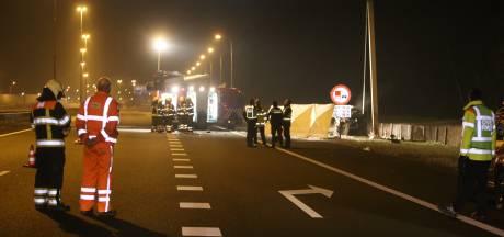 Twee doden door ongeluk op de A59 bij Rosmalen, weg dicht tot 09.45 uur