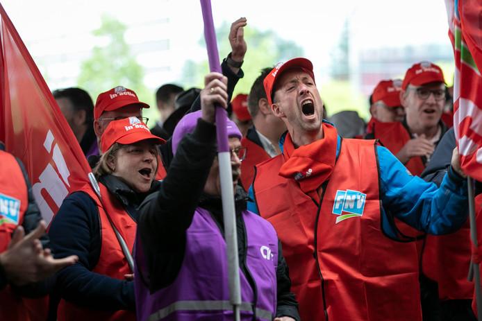 Vakbonden FNV en CNV hebben het druk met de talloze acties van werknemers.