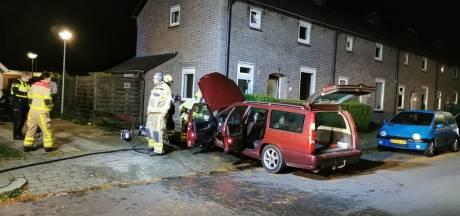 Alerte buren voorkomen erger bij autobrand in woonwijk Apeldoorn
