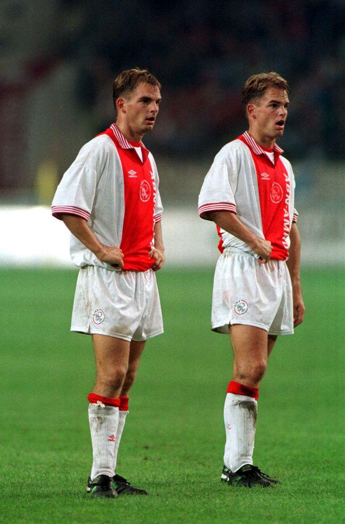 1998: Ronald (links) en Frank de Boer als Ajacieden.
