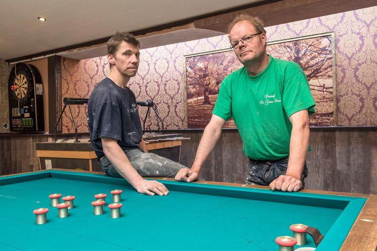 Zaakvoerders Christof Vande Vyver en Johan Laridon in hun café De Groene Dreve.