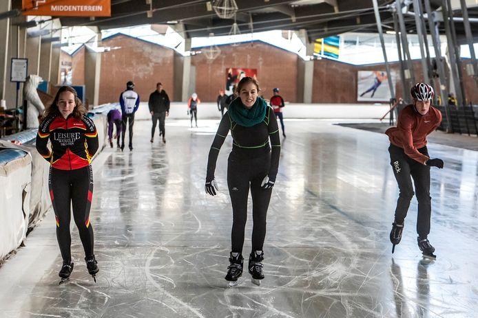 Beeld op het kunstijs van De Scheg, afgelopen zaterdag tijdens de eerste dag van het schaatsseizoen .