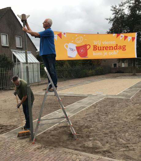 Boekelse Buurt neemt jeu-de-boulesbaan op burendag in gebruik
