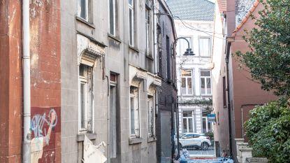 Omgeving afgebrand winkelpand Wijnstraat Ronse afgesloten: deskundige onderzoekt of er asbestvezels liggen