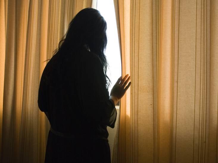 Versmade geliefde fotografeerde ex over de schutting maar voor stalking is meer nodig
