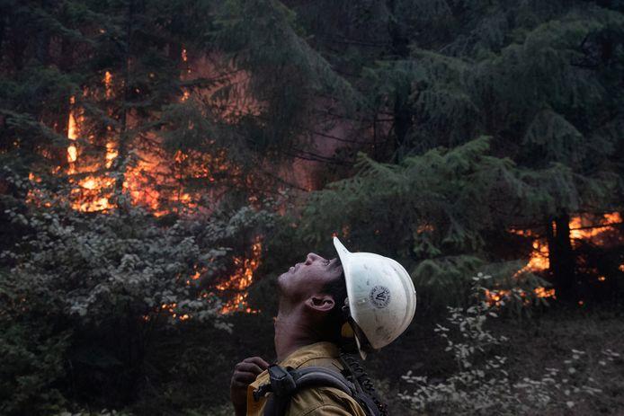 Een brandweerman vecht tegen de vlammen in Oregon. (15/09/2020)