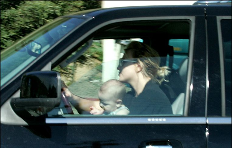 Ook Britney Spears kwam enkele jaren geleden in opspraak toen ze met een van haar zoontjes op haar schoot met de wagen reed.