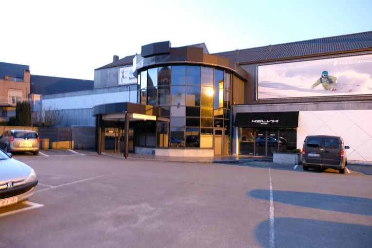 De kringwinkel komt in de voormalige discotheek De Toekomst op de hoek van het Kerkplein.