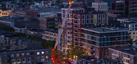 Buren van de Booster zien op zes hoog gillende mensen voorbij vliegen